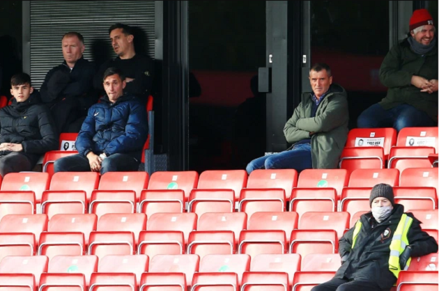 Roy Keane looks unimpressed as he watches Salford throw away 2-0 lead with ex-Man Utd pals Paul Scholes and Gary Neville - Bóng Đá