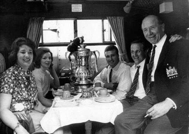 Huyền thoại Man United, bạn thân Sir Bobby qua đời - Bóng Đá