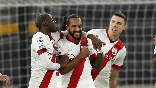 Theo Walcott ghi bàn đầu tiên cho Southampton sau 25 năm - Bóng Đá
