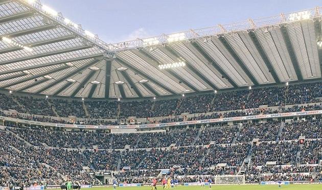 Khán giả có thể bị cấm hét hò khi trở lại sân vận động - Bóng Đá