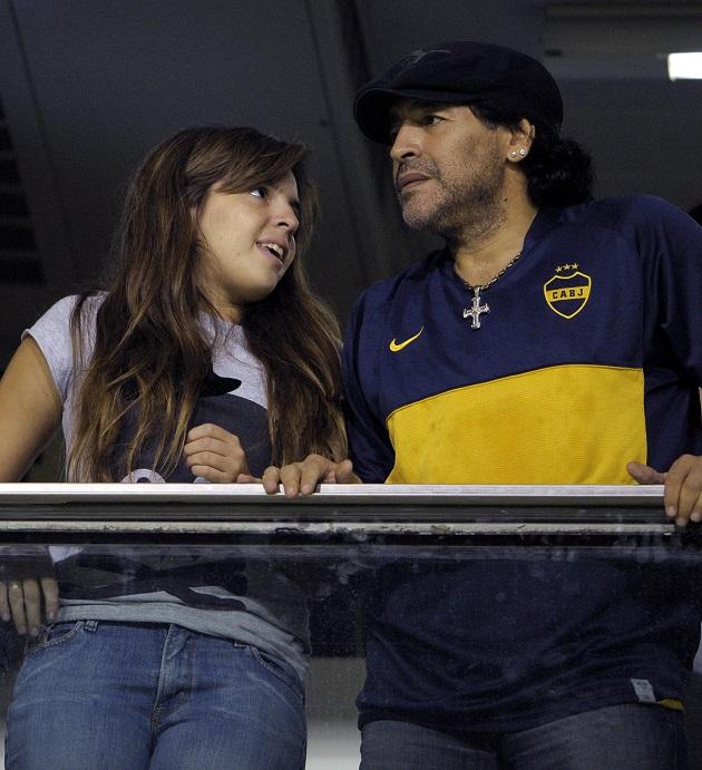 Con gái cưng của Maradona bật khóc nức nở trên khán đài Boca Juniors - Bóng Đá
