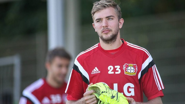 Gotta catch 'em all! Germany World Cup winner Christoph Kramer proudly displays to fans his massive collection of the original 151 Pokemon cards - Bóng Đá