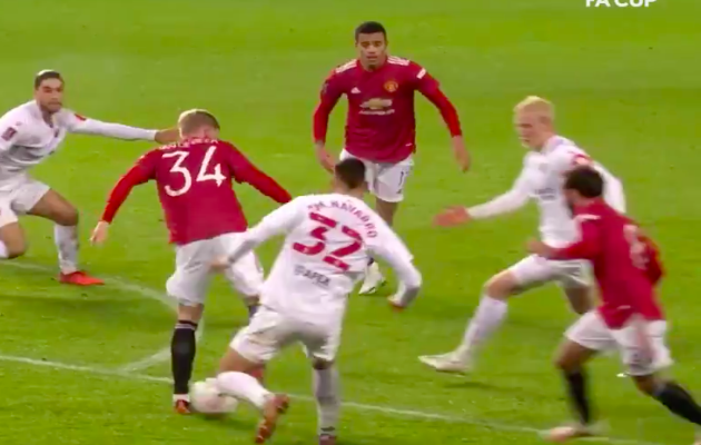 The moment that proved Donny van de Beek was playing in wrong position for Manchester United - Bóng Đá