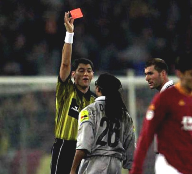 Edgar Davids sent off with a red card on his debut in Portugal - Bóng Đá