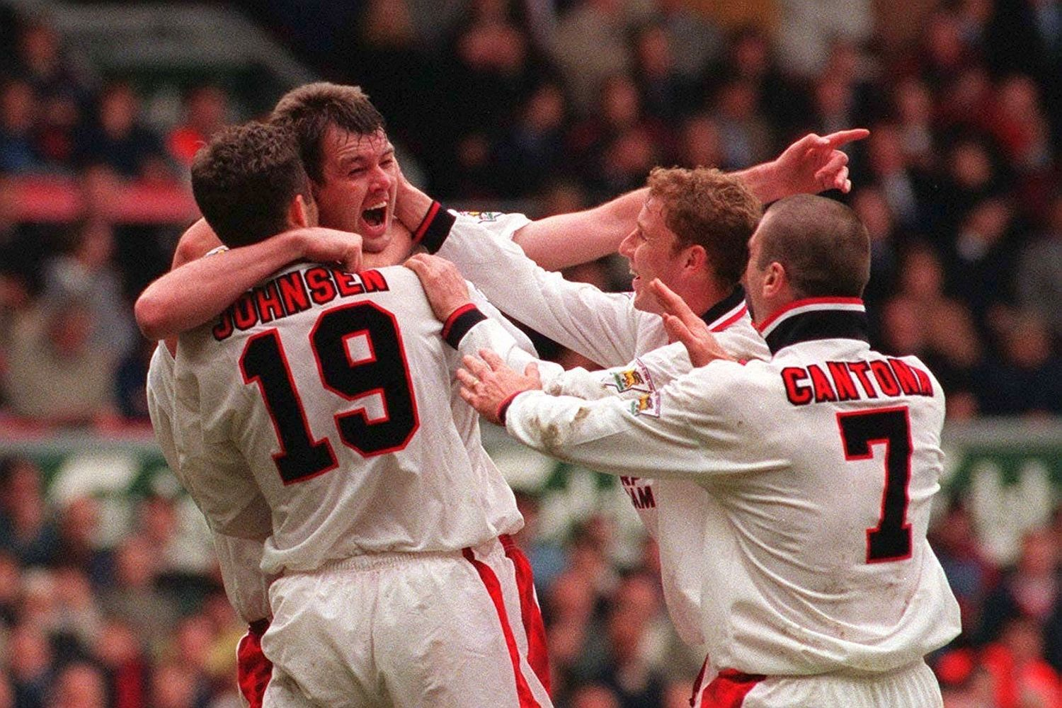 it was Spice Boys vs Class of 92 when Liverpool and Manchester United last faced off as Premier League's top two in 1997  - Bóng Đá