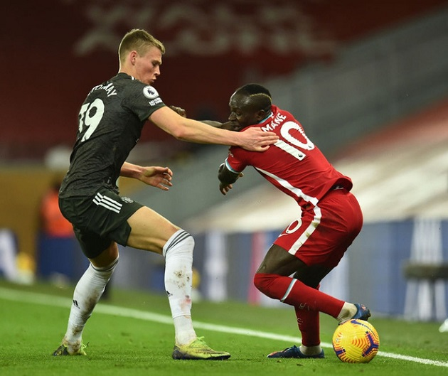 Man United's Scott McTominay shows how to beat Liverpool's pressing tactics - Bóng Đá