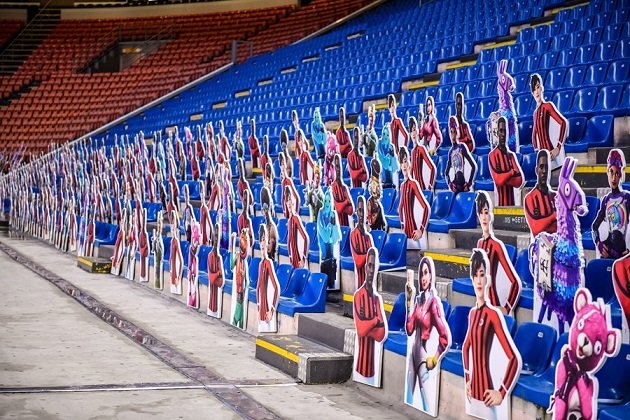 AC Milan filled the San Siro with Fortnite cutouts  - Bóng Đá