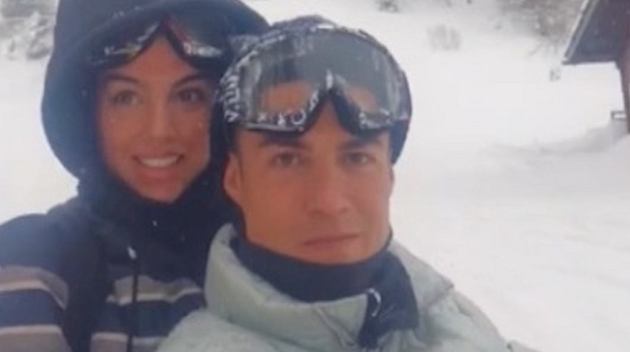 Cristiano Ronaldo under investigation after flouting Covid rules for luxury ski resort trip with dinner, night in a hotel and a snowmobile - Bóng Đá