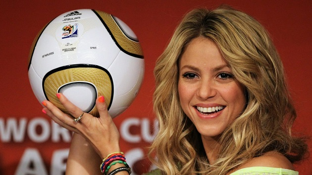 His partner Shakira turns 44 today. - Bóng Đá