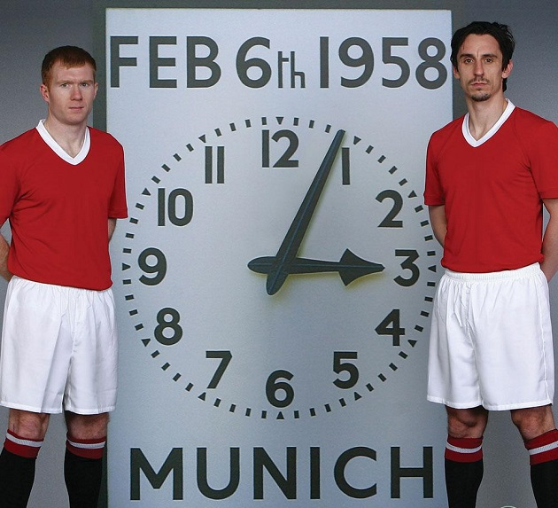 When United and City played in unbranded kits to mark the 50th anniversary of the Munich air disaster - Bóng Đá