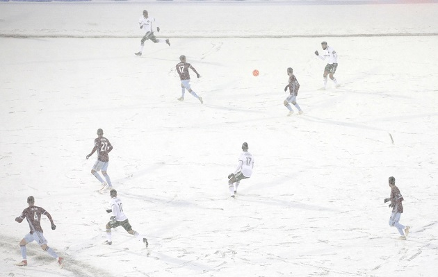 A referee's eyebrows literally froze during the coldest game in MLS history - Bóng Đá