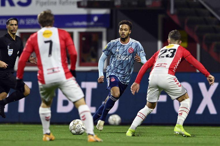 Devyne Rensch: Ajax's latest teenage star ensuring Dest isn't missed - Bóng Đá