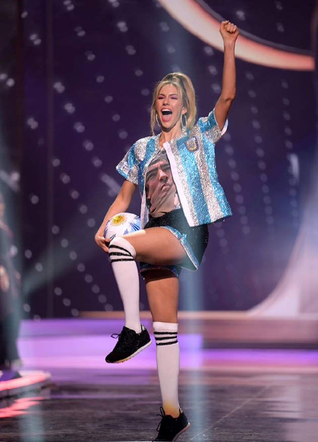 She is Alina Luz Akselrad, the model who honored Maradona at the Miss Universe - Bóng Đá
