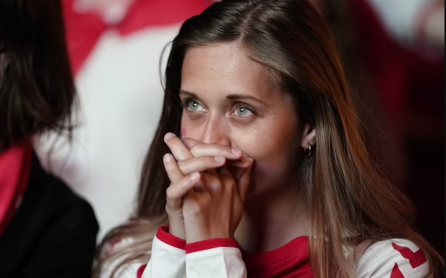 Pain for the Danes: Fans are left crying in Copenhagen as their side's battling Euro 2020 run is ended by England - Bóng Đá