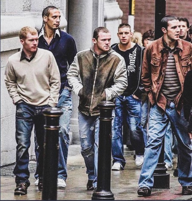Football's 5 biggest fashion crimes - from Man Utd's bootcuts to Messi's polka-dot suit - Bóng Đá