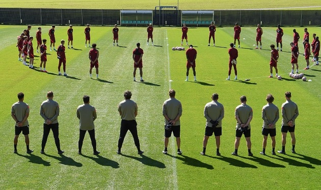 Liverpool players and staff pay respects to Andrew Devine - Bóng Đá
