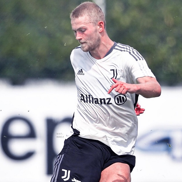 Matthijs de Ligt appears with new appearance at Juventus training - Bóng Đá