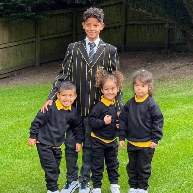 Cristiano Ronaldo Jnr before his first day at school in Manchester. Hình tròn màu đỏ - Bóng Đá