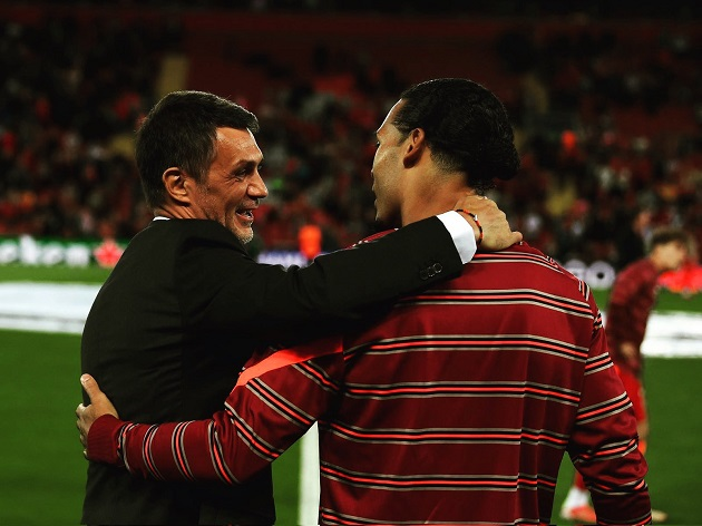 (Photo) Paolo Maldini pictured chatting with Virgil van Dijk as Liverpool beat AC Milan in five-goal thriller - Bóng Đá