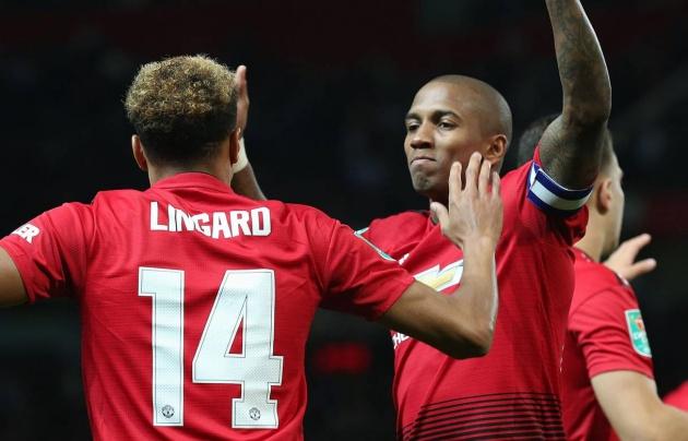 Young tiết lộ về không khi phòng thay đồ Man Utd sau trận thua bẽ mặt - Bóng Đá