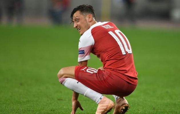 Vì sao Ozil, Aubameyang, Ramsey bị loại khỏi đội hình Arsenal đấu Fulham? - Bóng Đá