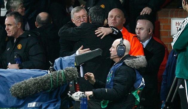 Tại sao Jose Mourinho quyết bám trụ lại Man United? - Bóng Đá