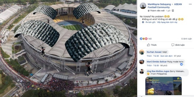 Hài hước! NHM Malaysia bày cách để vào SVĐ mà