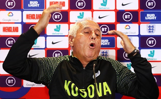 Kosovo's coach goes on bizarre rant in pre-England press conference as he explains how to perfect 'crazy game' - Bóng Đá