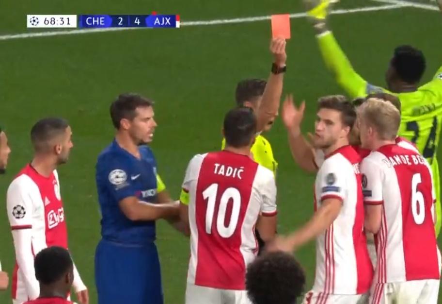 Toàn cảnh về tình huống 2 thẻ đỏ + 1 quả penalty ở trận Chelsea - Ajax - Bóng Đá