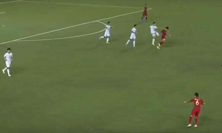 CHOÁNG! Bất lực trước U22 Indo, cầu thủ U22 Myanmar đá đít đối thủ - Bóng Đá
