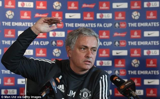 5 lý do khiến Mourinho trở thành cái gai của làng túc cầu: - Bóng Đá