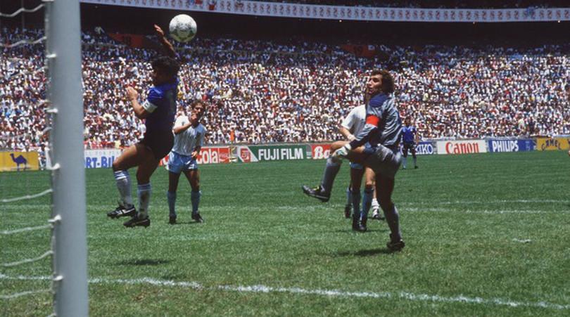 Maradona 'tuyên chiến' với VAR để bảo vệ bàn thắng bằng tay - Bóng Đá