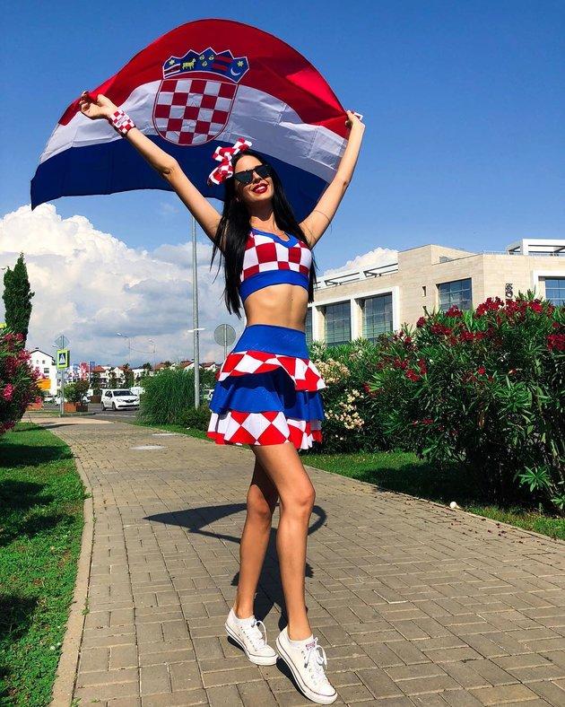 Ivana Knoll - Vũ công thiêu đốt anh nhìn cuồng Croatia - Bóng Đá