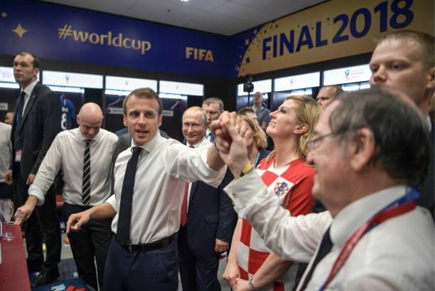 Bộ ba vị tổng thống ăn mừng cực sung trong phòng thay đồ - Bóng Đá