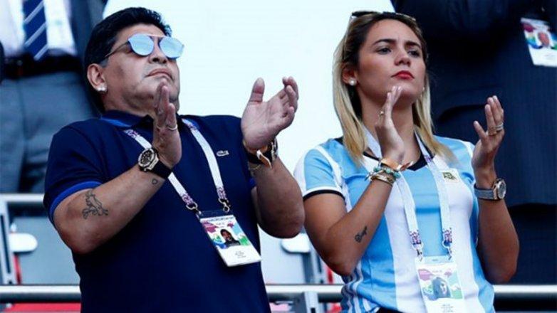 Maradona 'ủ mưu' bổ nhiệm tình trẻ làm GĐKT - Bóng Đá