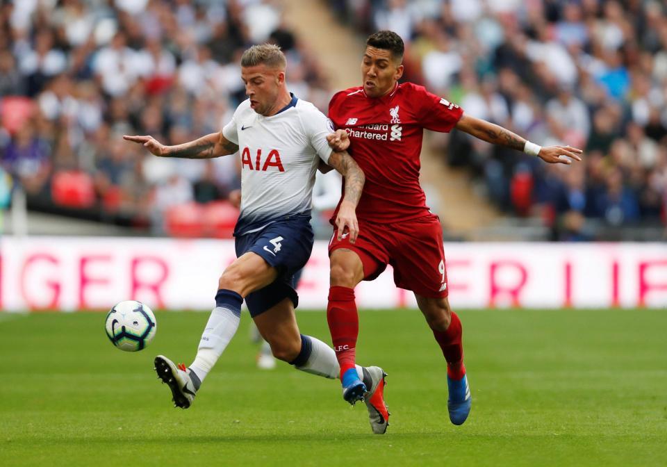Phản đối Tottenham, Toby Alderweireld mặc áo dị - Bóng Đá