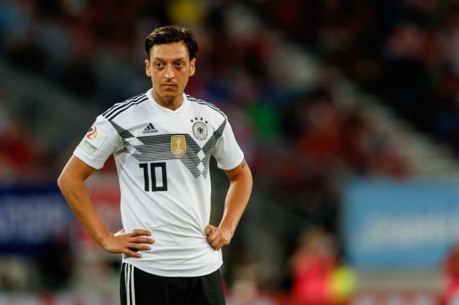 Mesut Ozil chọn tuyển Đức vì... 'nụ cười tủm tìm trong giấc mơ' - Bóng Đá