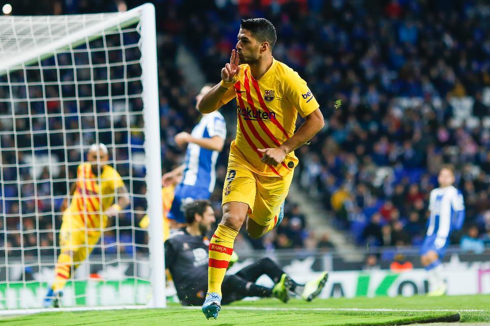 The imposing Luis Suarez - Bóng Đá