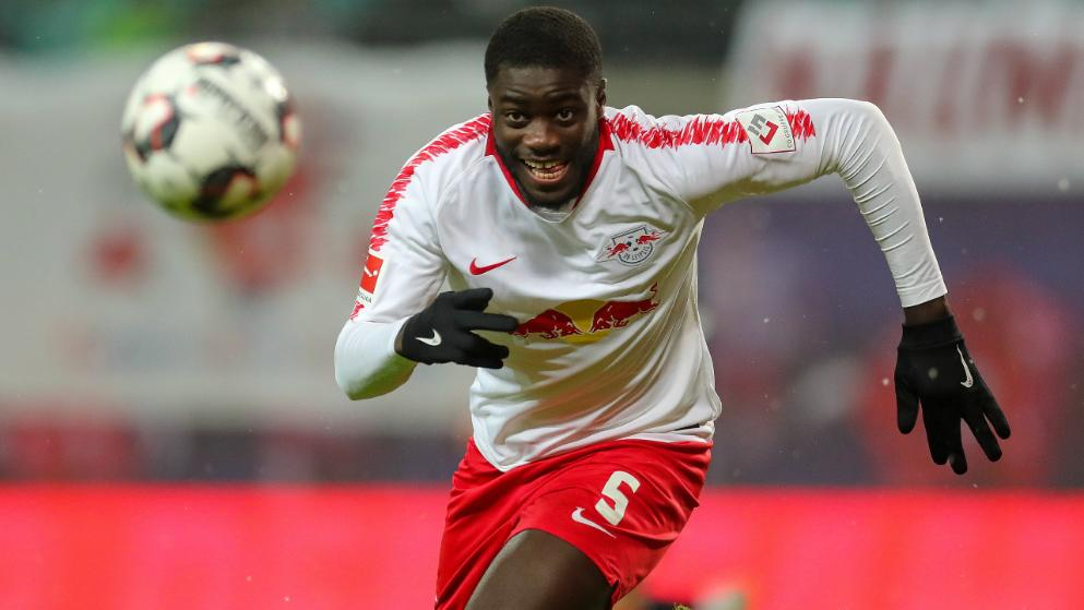 Arsenal 'have not got much chance of signing' Tottenham target Dayot Upamecano, with Bayern Munich and Barcelona more likely destinations - Bóng Đá