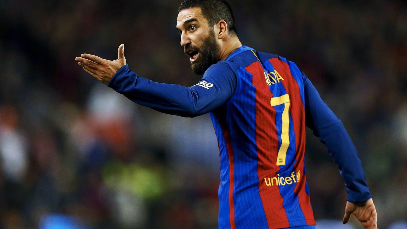 El Barça sólo tiene un jugador que finaliza contrato el 30 de junio: Arda Turan - Bóng Đá