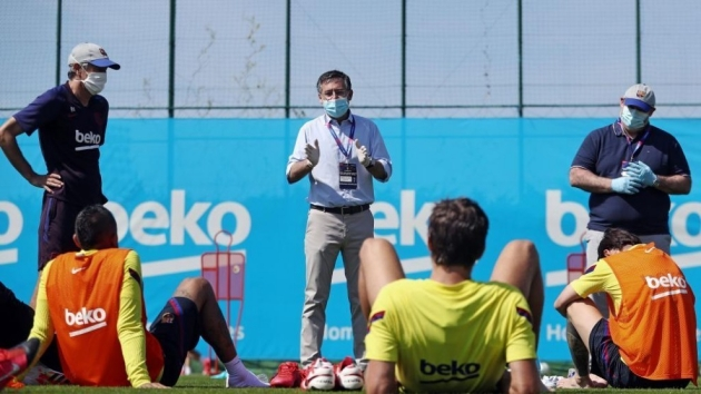 Three Barcelona players refuse to sign burofax rejecting club's wage deferral - Bóng Đá