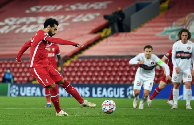 Mohamed Salah seen limping down the tunnel after Liverpool's win over Midtjylland - Bóng Đá