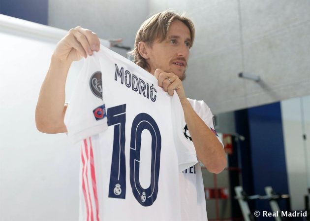 Behind the scenes of Real Madrid's 2020/21 team photo - Bóng Đá