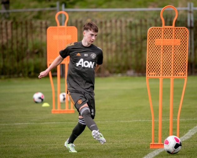 Man Utd face battle to keep hold of rising academy star amid uncertainty over future - Bóng Đá