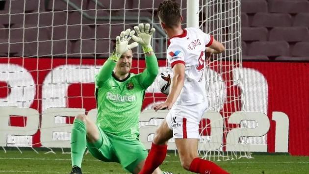 Ter Stegen's penalty save gives Barcelona an extra life - Bóng Đá