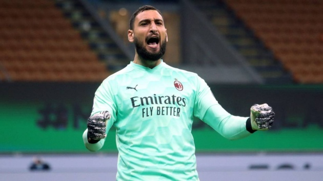 Chelsea's hopes of snapping up Gianluigi Donnarumma are still alive as 'AC Milan struggle to agree terms' with star goalkeeper over new deal - Bóng Đá