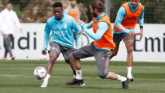 Sergio Ramos returns to training with the group and opens debate ahead of Chelsea clash - Bóng Đá
