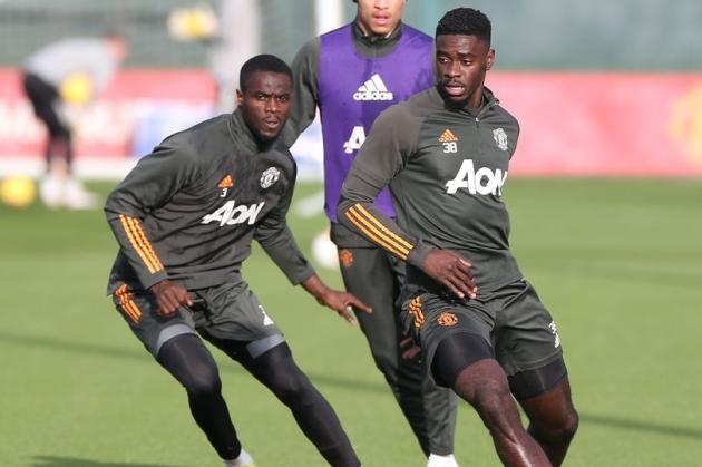 Aston Villa sent transfer message as Manchester United defender faces uncertain future - Bóng Đá