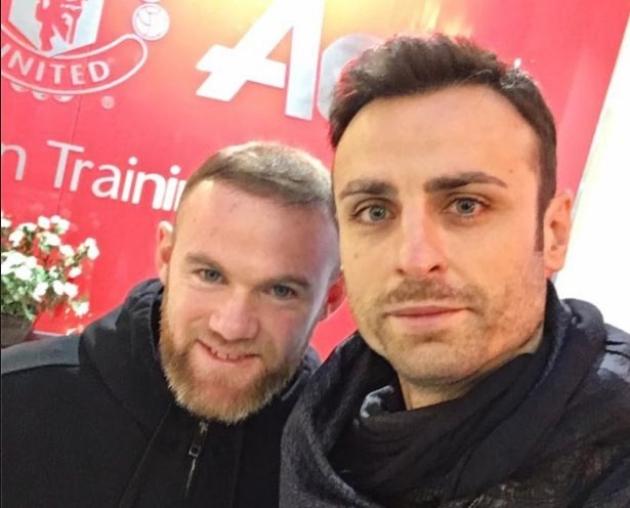 Dimitar Berbatov recalls Man Utd dressing room reaction to Wayne Rooney transfer request - Bóng Đá