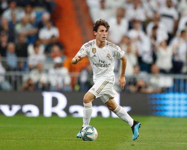 Both Inter and AC Milan are interested in Real Madrid right-back Alvaro Odriozola, according to Onda Cero. - Bóng Đá